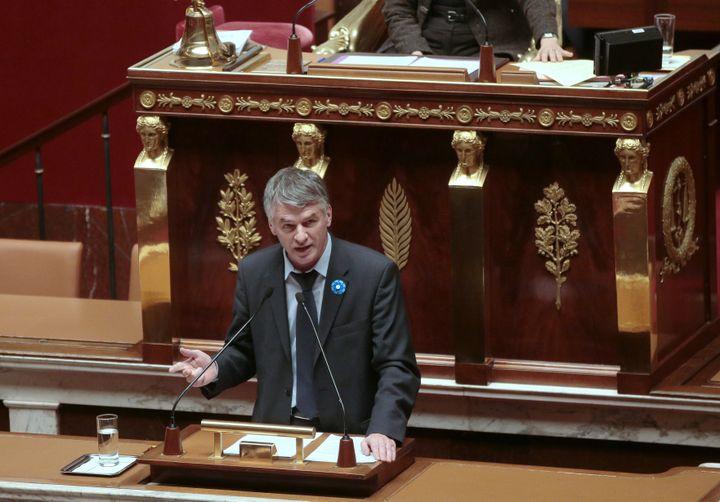 Philippe Folliot prend la parole à l'Assemblée nationale, le 25 novembre 2015. (JACQUES DEMARTHON / AFP)