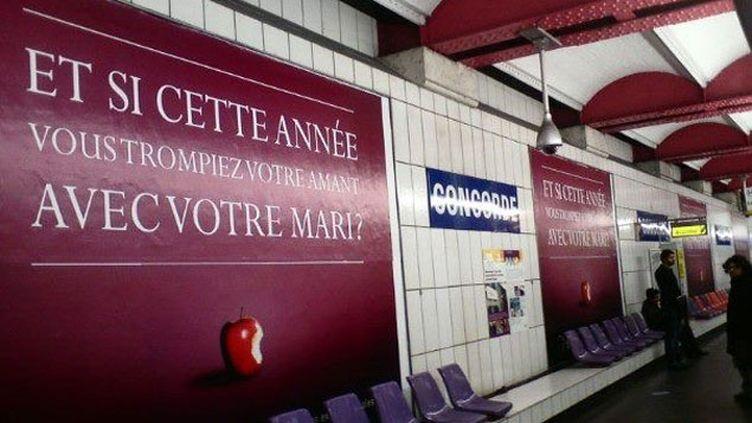 (Campagne de pub de Gleeden dans le métro parisien)