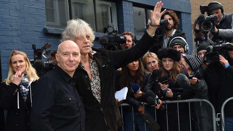 Bob Geldof (D) etMidge Ure (G) arrive auxSarm studios de Londres pour enregistrer un titre destiné à lutter contre le virus Ebola  ( Jonathan Short/AP/SIPA )