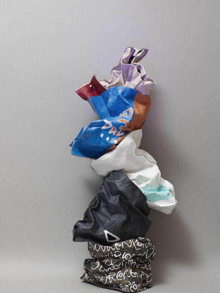 Empilement de sacs de la collection Fake de Duren. 2020 (DUREN)