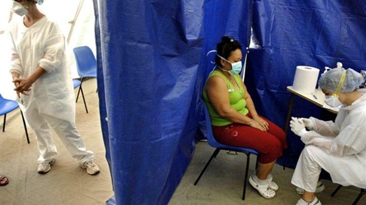 Test de grippe A/H1N1 à Nouméa, capitale de la Nouvelle-Calédonie (© AFP PHOTO MARC LE CHELARD)