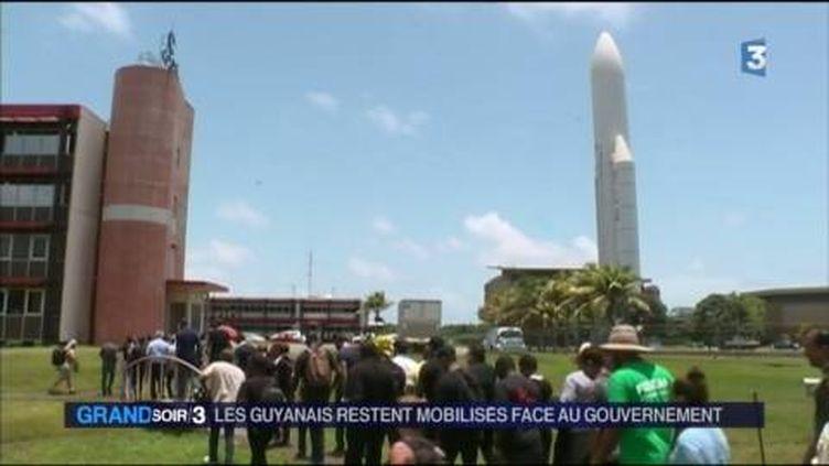Le centre spatial de Kourou a vu défiler des milliers de manifestants. (FRANCE 3)