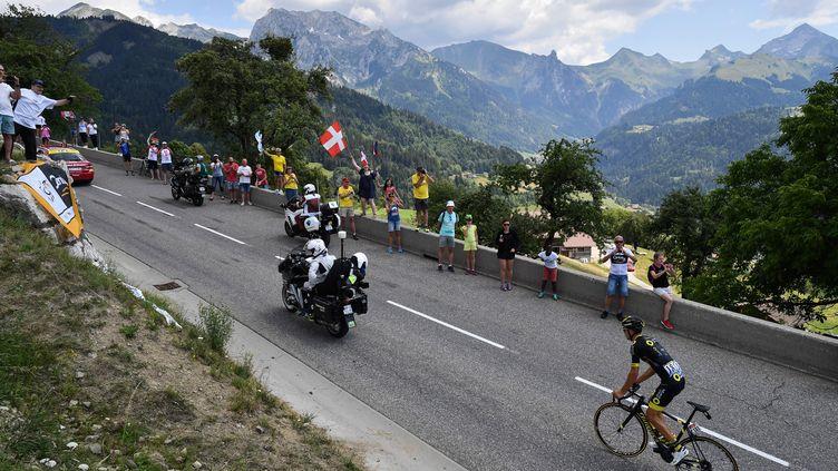 Le coureur français Lilian Calmejane (Direct Energie) lors de l'étape entre Annecy et le Grand Bornand, le 17 juillet 2018. (JEFF PACHOUD / AFP)