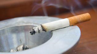 Des chercheurs ont identifié plusieurs mécanismes par lesquels le tabagisme endommage l'ADN. (CHRIS ROSE / E+ / GETTY IMAGES)