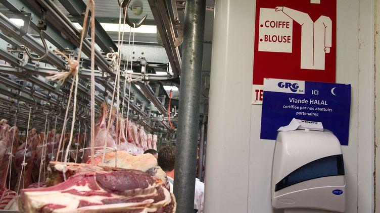 La viande halal dans un pavillon du marché de Rungis - 21 février 2012 (LIONEL BONAVENTURE / AFP)