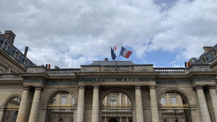 La façade du Conseil d'Etat, à Paris. (JULIEN PASQUALINI / FRANCE-INFO)