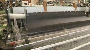 Sfate et Combier, quifournit de la soie aux plus grands couturiers, compte trois usines en Rhône-Alpes, dont celle de Doissin (Isère). (FRANCE 2)