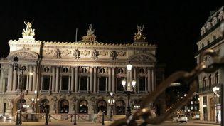 Depuis un mois, Paris, comme l'ensemble du pays vit au ralenti. Quel est le visage de la capitale une fois la nuit tombée ? (France 2)