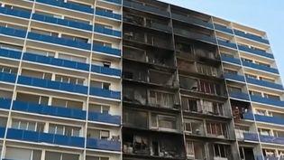 L'immeuble jouxtant l'hôpital Henri-Mondor, à Créteil (Val-de-Marne), ravagé par un incendie, mercredi 21 août. (France 2)