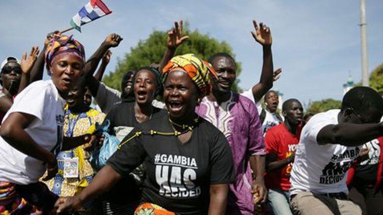 La joie des partisans du président Adama Barrow à Banjul, capitale de la Gambie, le 26 janvier 2017. (REUTERS - Afolabi Sotunde)