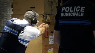 Policiers municipaux lors d'un stage de tir à Thionville (Moselle) en juin 2016. (PIERRE HECKLER / MAXPPP)