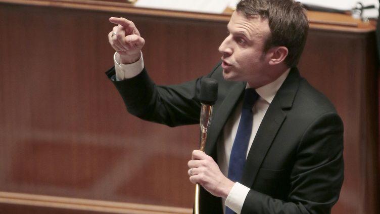 Le ministre de l'Economie, Emmanuel Macron, défend sa loi sur la croissance et l'activité, le 18 février 2015, dans l'hémicycle de l'Assemblée nationale. (JACQUES DEMARTHON / AFP)