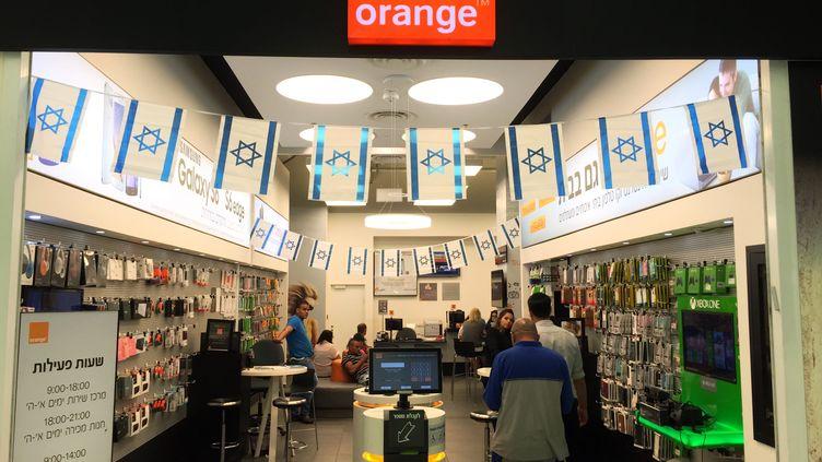 Une boutique Orange à Jérusalem (Israël), le 4 juin 2015. (THOMAS COEX / AFP)