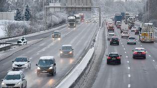 L'autoroute A31 sous la neige au niveau de Thalange (Moselle), le 31 janvier 2019. (JEAN-CHRISTOPHE VERHAEGEN / AFP)
