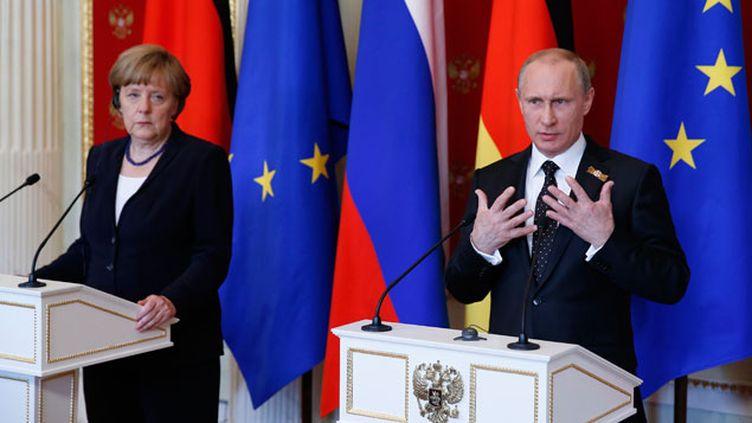 (Angela Merkel et Vladimir Poutine lors d'une conférence de presse commune dimanche à Moscou © Maxppp)