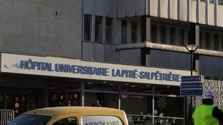 Mercredi 26 février, trois nouveaux cas de Covid-19 ont été confirmés en France. Dans la nuit, un homme de 60 ans est décédé à l'hôpital de la Pitié-Salpêtrière à Paris. (FRANCE 2)