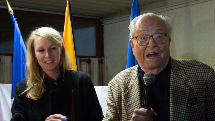 Marion Maréchal-Le Pen et son grand-père Jean-Marie, le 29 mars 2015 à Carpentras (Vaucluse). (BERTRAND LANGLOIS / AFP)