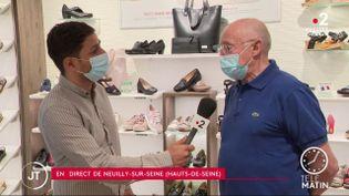 Robert Trinel au micro d'un journaliste de France 2 (France 2)