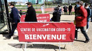 Le stade Robert Poirier transformé en centre de vaccination contre le Covid-19, le 7 avril 2021 à Rennes (Ille-et-Vilaine). (DAMIEN MEYER / AFP)