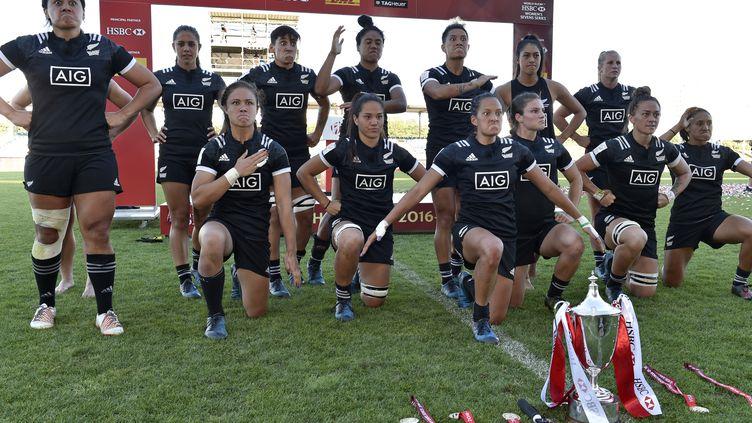 L'équipe de Nouvelle-Zélande de rugby à 7 impériale à Clermont pour la dernière étape du circuit mondial. (THIERRY ZOCCOLAN / AFP)
