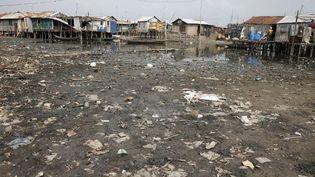 Pollution dans un village de pêcheurs près de Cotonou. (GODONG / BSIP)
