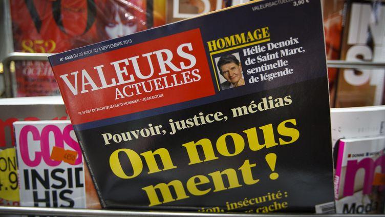 """Un exemplaire de """"Valeurs actuelles"""", le 2 septembre 2013, dans un kiosque parisien. (A. GELEBART / 20 MINUTES / SIPA)"""