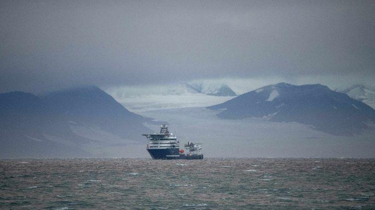 Un navire au large de l'archipel des Svalbard (Norvège), le 23 septembre 2021. (OLIVIER MORIN / AFP)