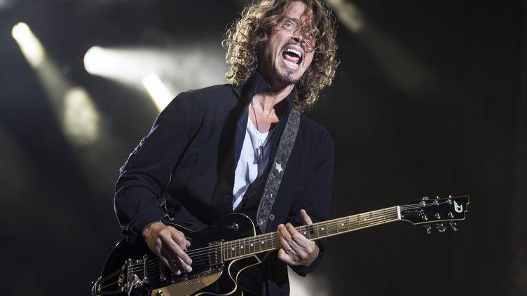 Le chanteur Chris Cornell, membre des Soundgarden puis d'Audioslave, sur la scène duGreenfield Festival à Interlaken (Suisse), le 14 juin 2016. (MAXPPP)