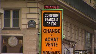 Les bureaux de change sont dans la tourmente : fréquentation en baisse, chiffre d'affaires en chute libre. (France 2)