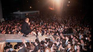 Johnny Hallyday sur scène lors du grand concert gratuit place de la Nation à Paris, le 22 juin 1963. (GERARD GERY / ARCHIVES FILIPACCHI / SCOOP)