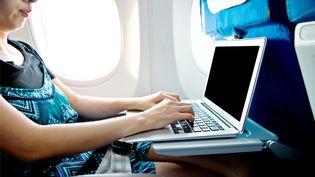 Les autorités américaines ont annoncé le 9 mai 2017 qu'elles envisageaient d'interdire les ordinateurs en cabine pour les vols en provenance de l'Europe. (BAONA / E+)