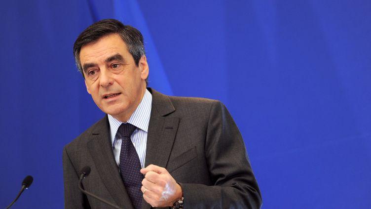 François Fillon réagit à la perte du triple A de la France, le 14 janvier, lors d'une conférence de presse, à Paris. (MIGUEL MEDINA / AFP)
