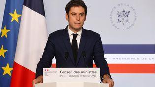 Le porte-parole du gouvernement, Gabriel Attal, lors du compte-rendu du Conseil des ministres le 10 février 2020. (Ludovic MARIN / AFP)