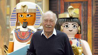Horst Brandstaetter pose avec ces playmobil pharaons  (DANIEL KARMANN / DPA / DPA PICTURE-ALLIANCE / AFP)