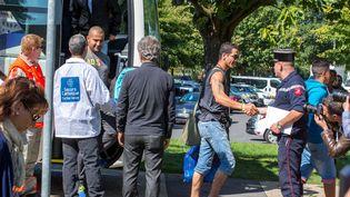Des réfugiés arrivent au centre de séjour Hubert Renaud de Cergy-Pontoise (Val-d'Oise), le 9 septembre 2015. (  MAXPPP)