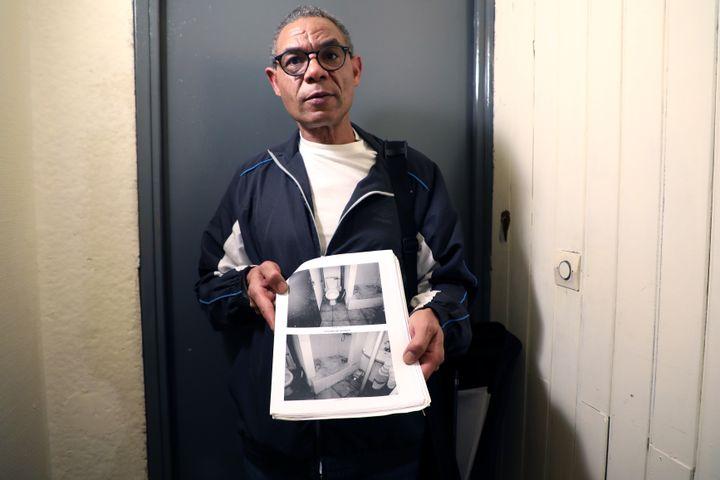 Hassan, devant l'entrée de l'appartement qu'il occupait au 89 rue d'Aubagne, le 28 octobre 2019. (VIOLAINE JAUSSENT / FRANCEINFO)