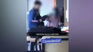 Vendredi 8 octobre, les images d'une enseignante violemment poussée par un élève ont fait le tour de la toile.Une vidéo qui a suscité l'émotion et l'indignation.Le proviseur du lycée et l'enseignante ont décidé de porter plainte. (FRANCE 2)