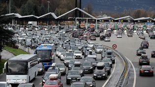 Péage sur l'A43 à proximité de Chignin, en Savoie, le 13 février 2016. (JEAN-PIERRE CLATOT / AFP)