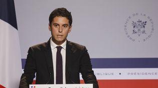 Gabriel Attal, le porte-parole du gouvernement, lors du compte-rendu du Conseil des ministres, à l'Elysée, à Paris, le 21 octobre 2020. (LUDOVIC MARIN / AFP)