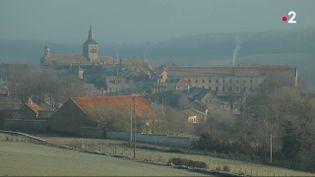 Depuis plusieurs siècles, des bonbons à l'anis sont fabriqués à Flavigny-sur-Ozerain (Côte-d'Or). Une tradition locale perpétuée par la famille Troubat. (FRANCE 2)