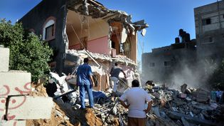 Un immeuble détruit par des frappes aériennes de l'armée israélienne, à Gaza, mercredi 9 juillet 2014. (MOHAMMED TALATENE / ANADOLU AGENCY)