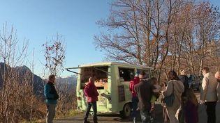 Hautes-Alpes : une épicerie ambulante à la rencontre des petits villages isolés  (France 2)