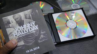 """La pochette de l'album posthume (CD) de Johnny Hallyday """"Mon pays c'est l'amour"""", publié le vendredi 19 octobre 2018. (JEAN-FRAN?OIS FREY / MAXPPP)"""