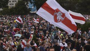 Des manifestants rassemblés à Minsk, en Biélorussie, contre les résultats de l'élection présidentielle, le 28 septembre 2020. (MARINA SEREBRYAKOVA / ANADOLU AGENCY / AFP)