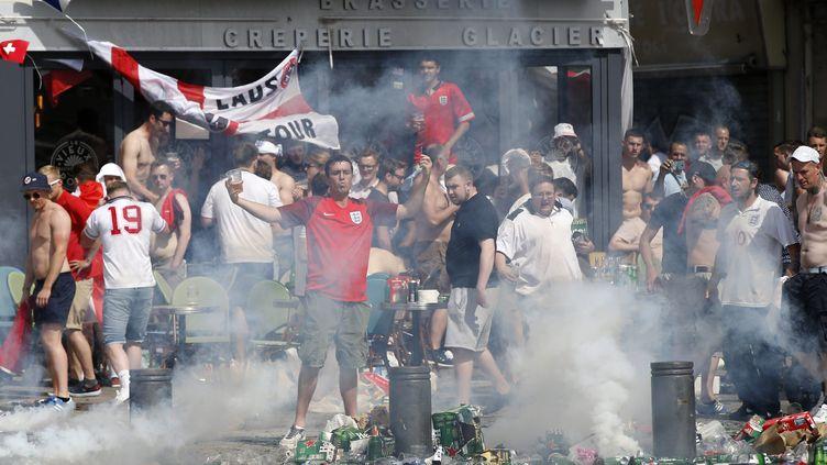 (Des supporters anglais sur le vieux port de Marseille, avant la rencontre contre la Russie samedi soir© Maxppp)