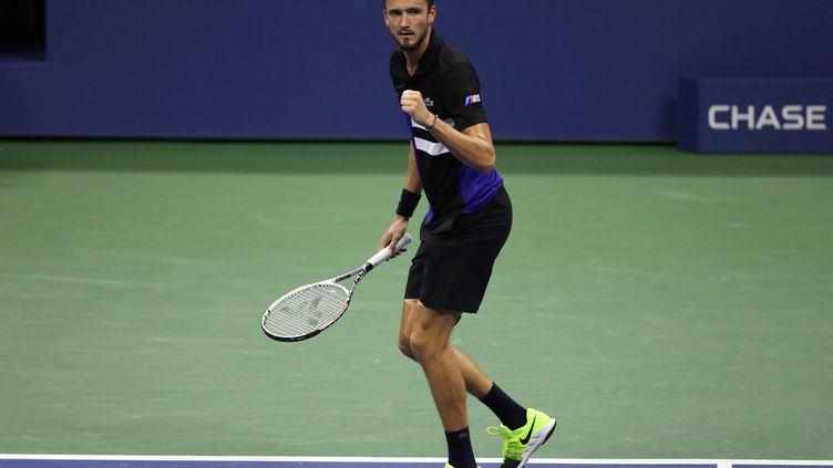 Daniil Medvedev serre le poing après sa victoire sur Frances Tiafoe en huitièmes de finale de l'US Open 2020 (MATTHEW STOCKMAN / GETTY IMAGES NORTH AMERICA)