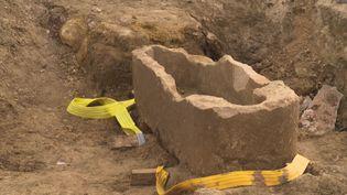 Le sarcophage médiéval découvert à Argentan (J-M Guillaud / France Télévisions)