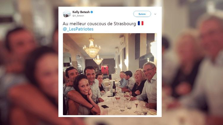 Capture d'écran d'un tweet montrant Florian Philippot et des militants FN dans un restaurant strasbourgeois, le 13 septembre 2017. (KELLY BETESH / TWITTER)