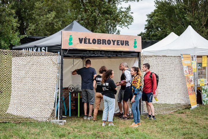 Un vélo broyeur de déchets est présent sur le site du festival Woodstower. (Woodstower)