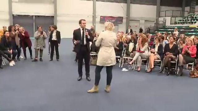 "A Pessac, une ""gilet jaune"" interpelle Emmanuel Macron"